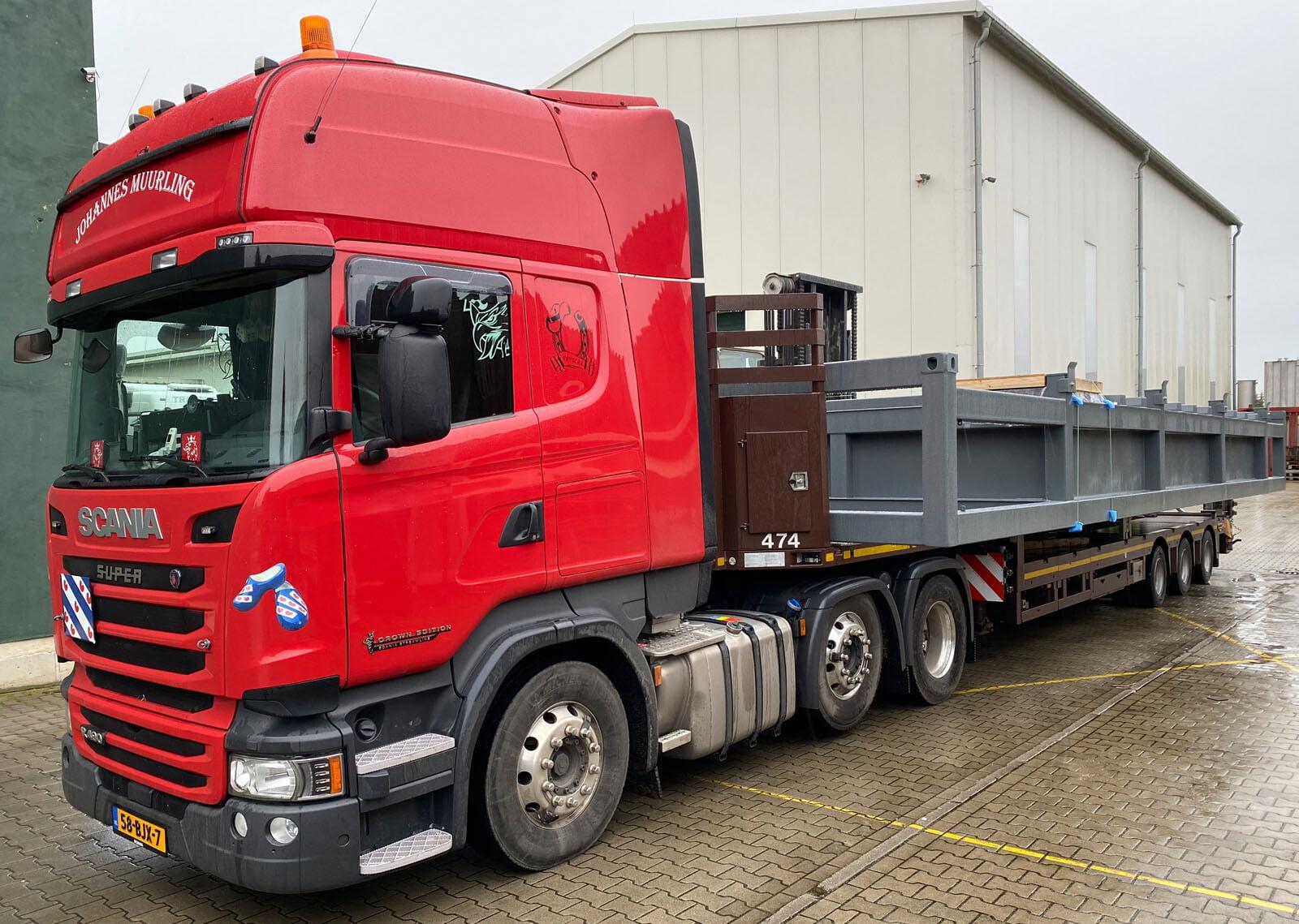 Transport von Fundamenttank für Aggregate